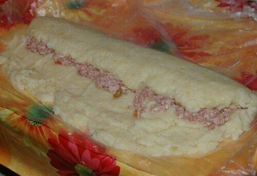Картофельный рулет с фаршем в духовке-оригинальное праздничное блюдо