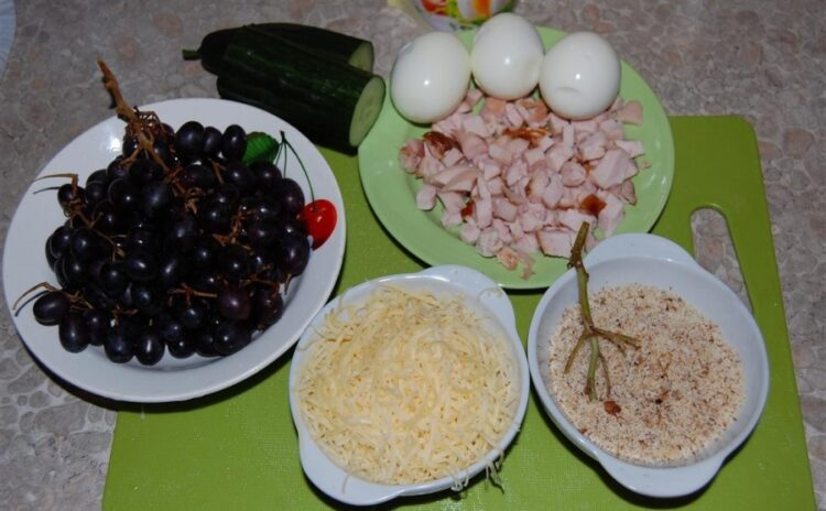 рецепты салата с виноградом