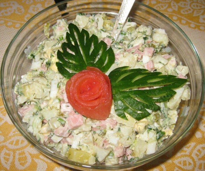 Салат из сыра ветчины