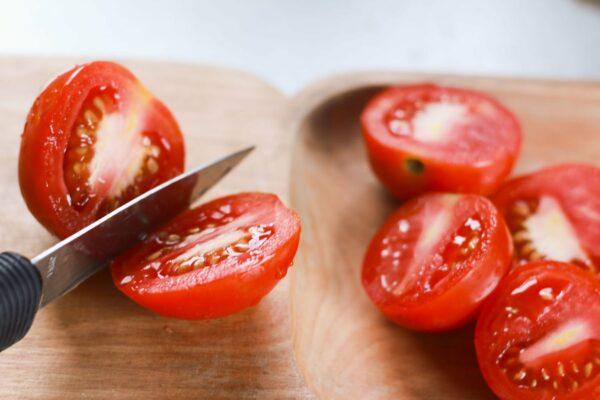 томаты режем пополам