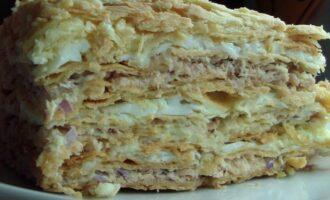 закусочный торт из рыбных консервов