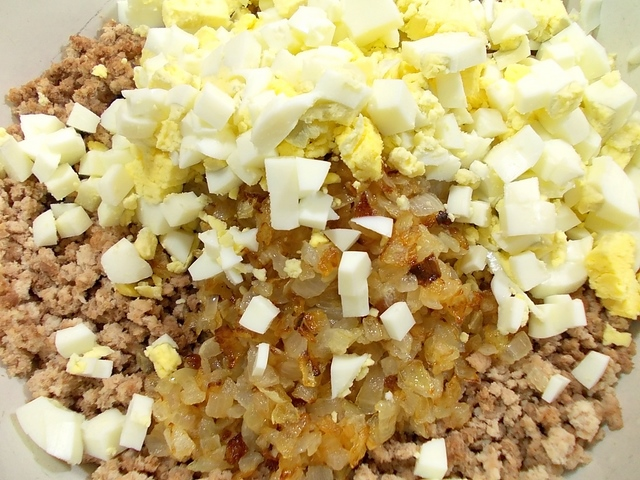 Блинчики, фаршированные мясом и рисом