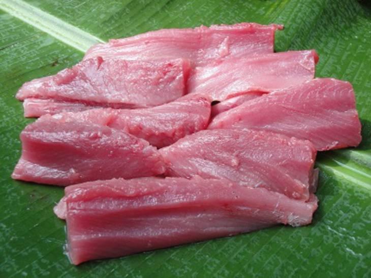 тунец режем на кусочки. Тунец тушеный с овощами