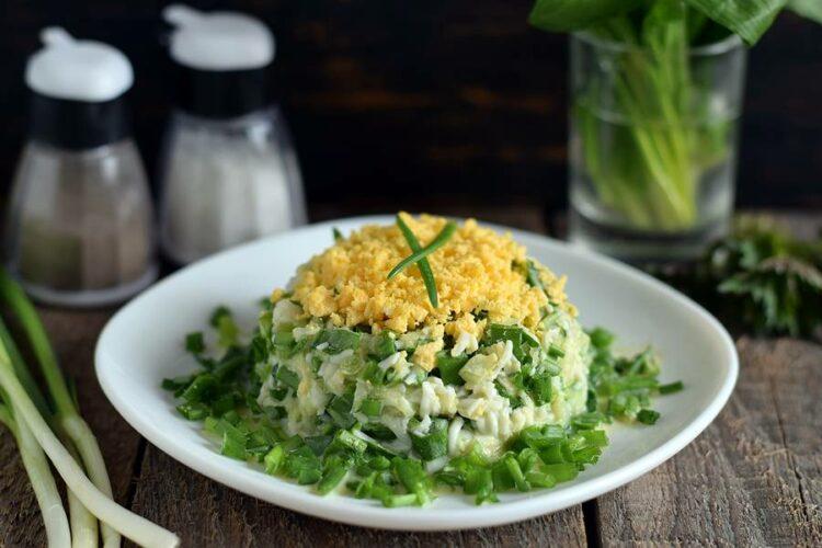 Как готовить черемшу? Салат из черемши с яйцом