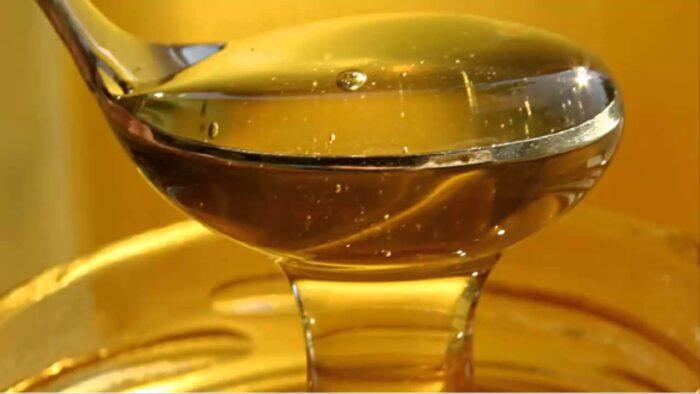 готовим сироп из меда и сахара