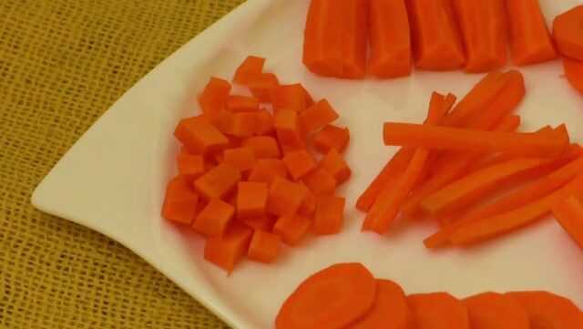 режем красиво морковь