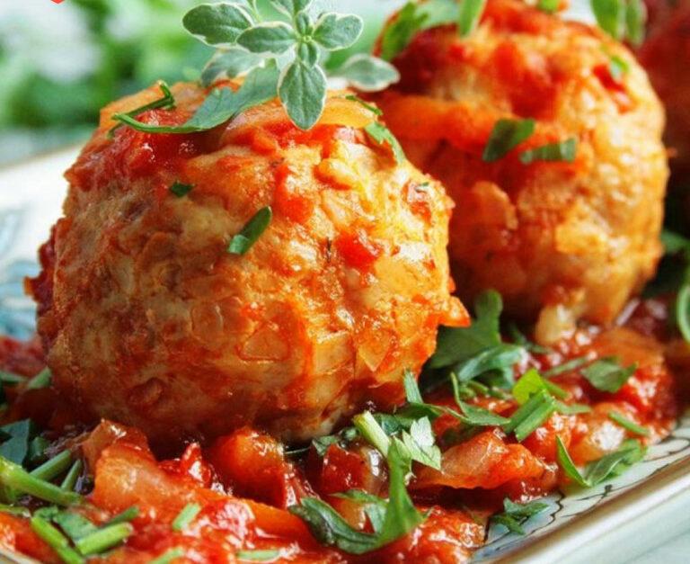 Рецепт ленивых голубцов с капустой и фаршем и рисом в духовке.