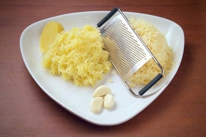 чеснок и сыр натереть на мелкой терке