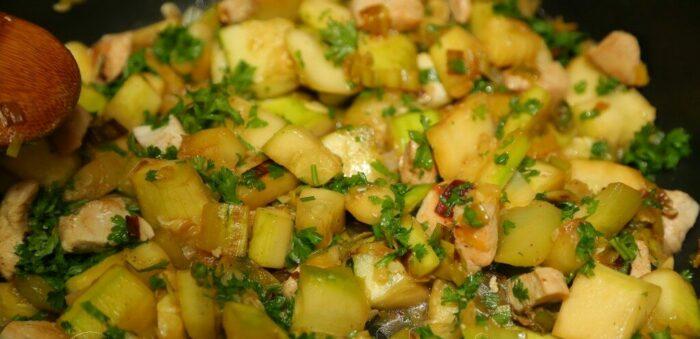 филе индейки с овощами и яблоком. Как готовить филе индейки