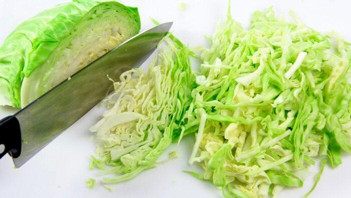 нашинковать капусту. Что приготовить из молодой капусты?