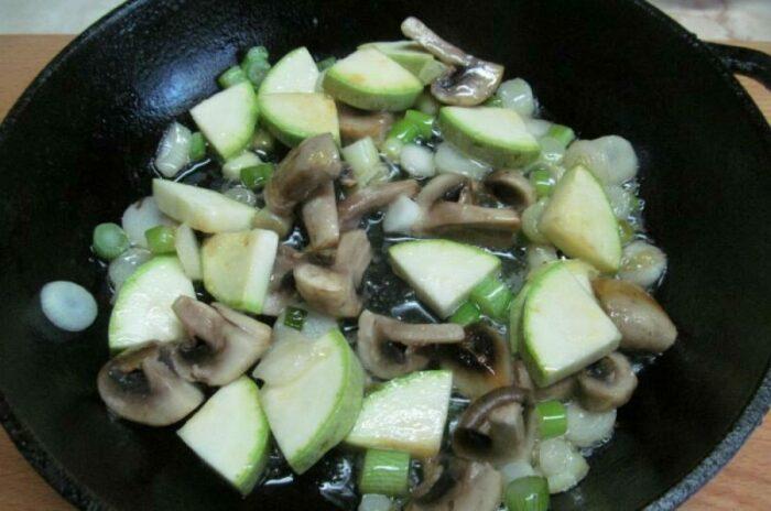 омлет с грибами и кабачками